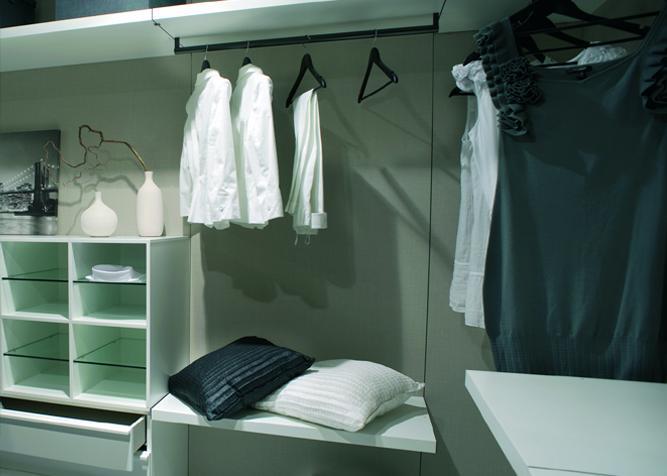 Schrankmodule in einem Ankleidezimmer