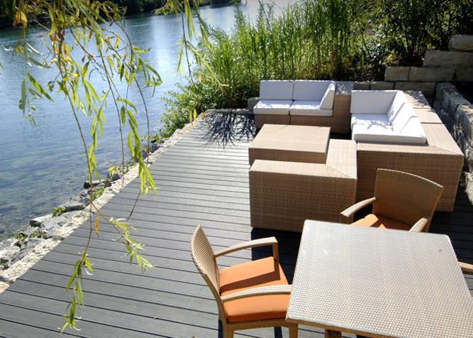 Terrasse mit Twinson Elementen aus 50% Holz und 50% PVC