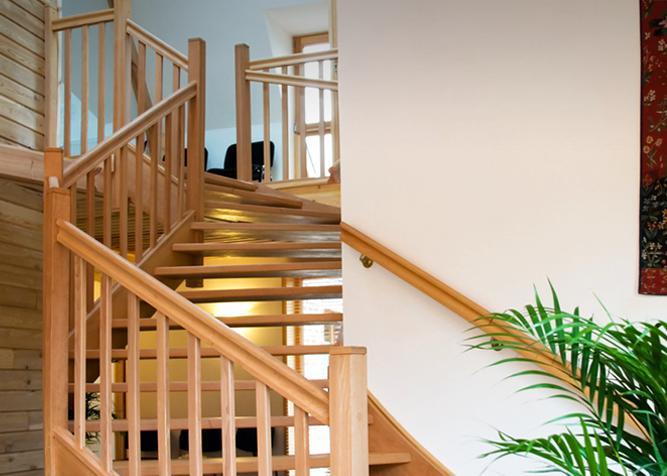 Gewendelte Treppe aus Holz